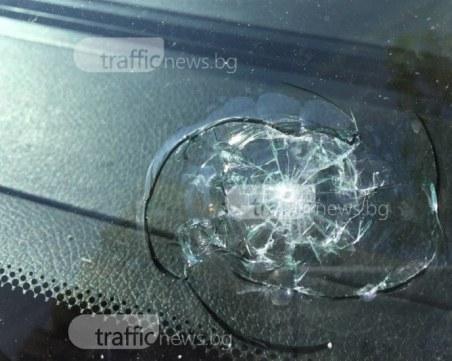 Не само колата на Ренета Камберова е пострадала! Вандалът потрошил и Крайслер