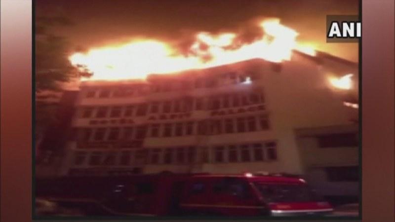 Голям пожар избухна в хотел в Делхи, 17 души са загинали