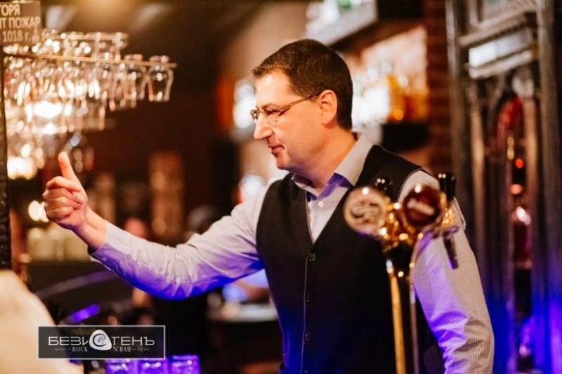 Кметът Иван Тотев наля над 100 бири в рок бар в Пловдив ФОТОГАЛЕРИЯ