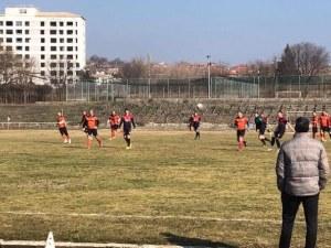 Двама шампиони на България играха при победа на Атлетик Куклен