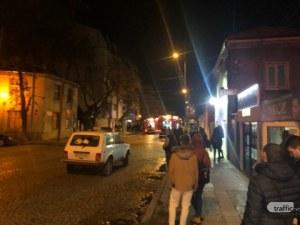 Гърмят пиратки! Чуват се взривове, гори магазин за фойерверки в Пловдив! ВИДЕО+СНИМКИ*