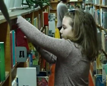 Наградиха 8-годишната Илияна, прочела 111 книги за година