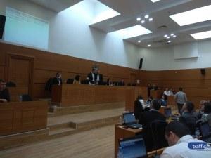 Общинарите умуваха как да вдигнат заплатата на кмета на Пловдив, не успяха… засега