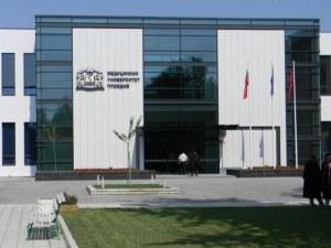 Кандидат-медици пълнят Медицинския университет в Пловдив