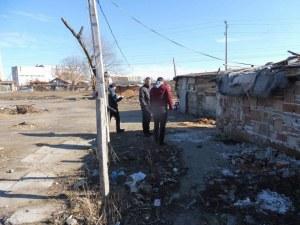 Обири, бой и тормоз: Жителите на Стамболийски се оплакаха от ромски набези СНИМКИ