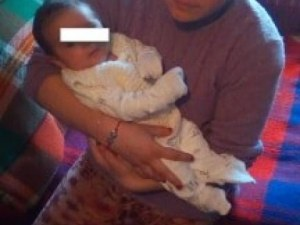 Симона прегърна и нахрани върнатото й бебе