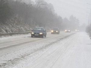 Снежната покривка в Смолянско е 35 см! Шофьорите да карат внимателно