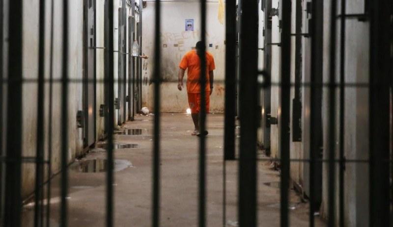 Затворници с доживотни присъди съдят държавата! Искат секс, без камери