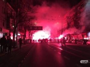 """Огън и дим по """"Дондуков"""" заради Луковмарш, звънят на 112 и прибират прането ВИДЕО"""
