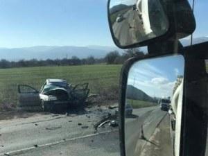 Шофьор загина на място, тир удари колата му челно в насрещното