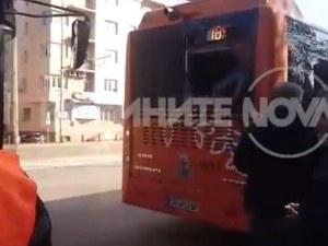 Автобус и тролей се блъснаха в София