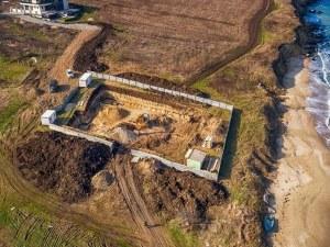 Нов строеж се появи на метри от плажа в Крайморие