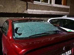 Пловдивчанка завари автомобила си с изпотрошени стъкла в Кючука СНИМКИ