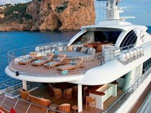 Работа мечта! Компания търси служител да тества луксозни яхти и коли