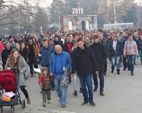 1000 души на бдение в памет на убития Валери Дъбов