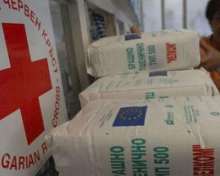 Продължава раздаването на хранителни пакети от БЧК Пловдив