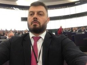 Бареков наесен с буквара, става учител по... български и литература
