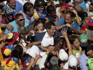 Изгониха група евродепутати от Венецуела, искали среща с Гуайдо