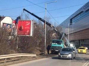 Масово демонтират билбордове без разрешителни в столицата