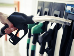 За 10 дни – 10 стотинки. Цените на горивата отново поеха нагоре!?