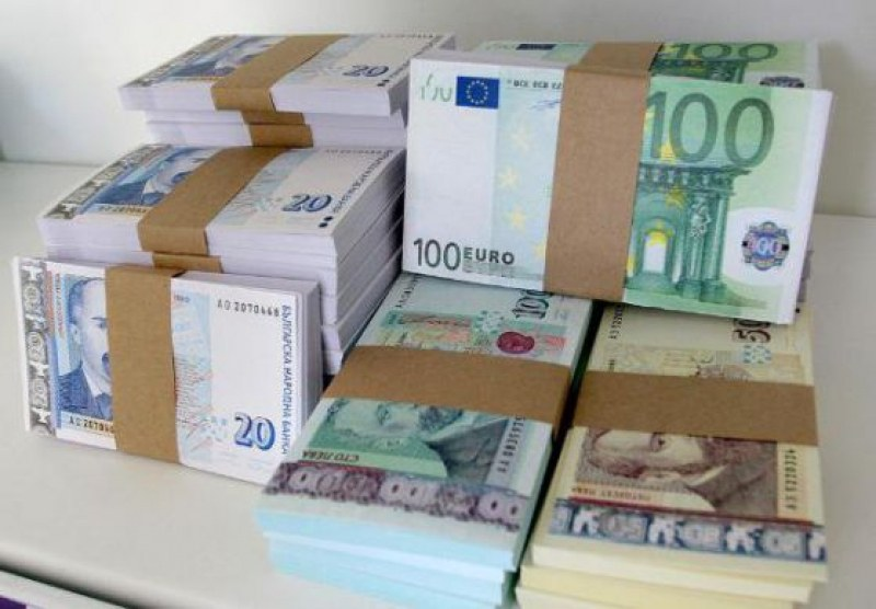 Арестуваната банкерка източила близо 1 милион, изнасяла парите в чужбина