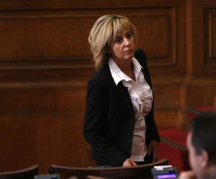 Смут в Столетницата: Мая Манолова с кметски мераци за София!?