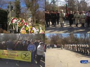 Стотици пловдивчани почетоха Апостола на свободата СНИМКИ