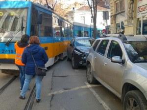 Джип блокира трамвай №5 на