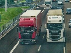 Камион се движи със 100 км/ч в насрещното на АМ