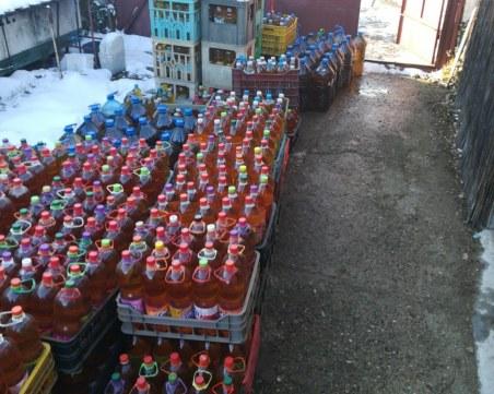 Полицаи влязоха в пункт за билки и откриха... 4271 литра алкохол СНИМКИ