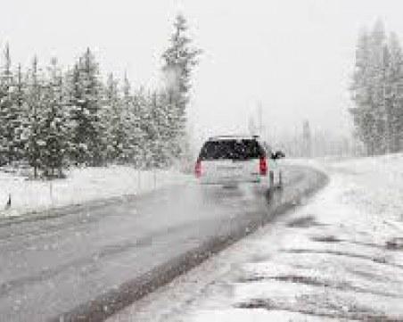 Заледени и хлъзгави пътища! АПИ предупреждава да сме нащрек