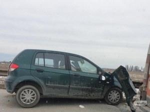 Голямо задръстване край Пловдив заради катастрофа между две коли и камион СНИМКИ