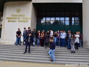 Ученици избират между 16 университета на кандидатстудентска борса в Пловдив