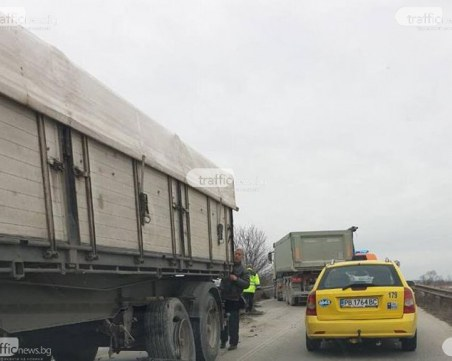 23-годишна шофьорка и тийнейджър са пострадали при катастрофата край Войводиново
