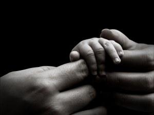 С ласка, с любов, с дом! За 7 г. 3844 български сирачета с мама и тате