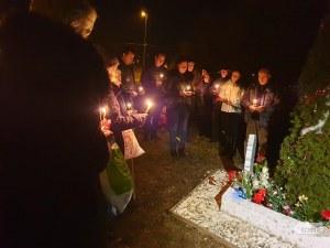 Цветя, сълзи и спомени за Вероника, шествие почете убитата студентка ВИДЕО