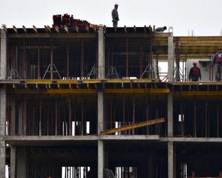 Работник падна от строеж в Стражица. Мъжът е в реанимация