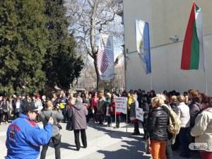 Над 100 лекари и медсестри излязоха на протест в Пловдив! Искат нов модел на здравеопазване ВИДЕО и СНИМКИ