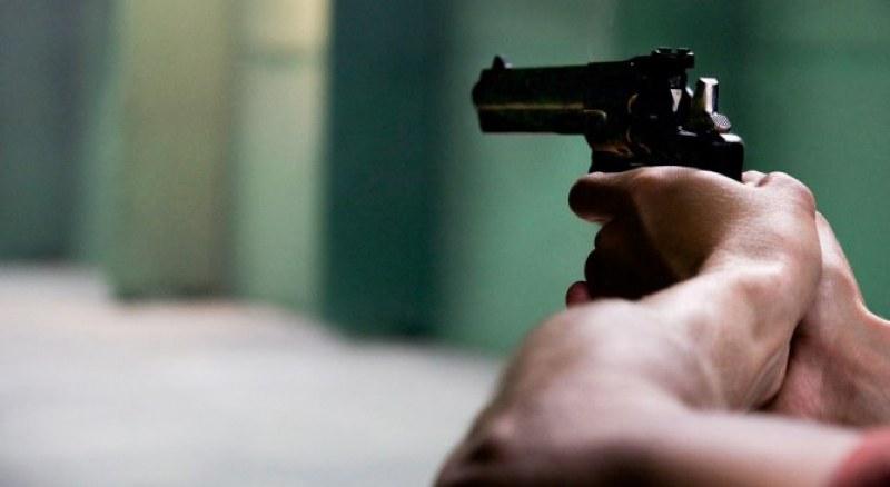 Пиян бивш военен стреля по ученици в Сливен