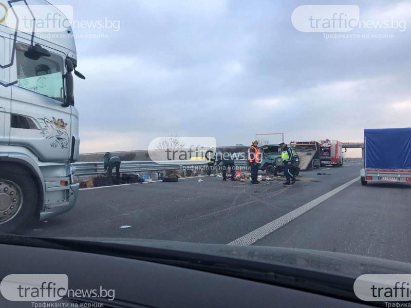 Тежка катастрофа на магистрала Тракия! Камион се обърна до Раковски СНИМКИ