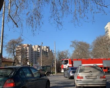 Абсурдите на Пловдив! Пожарна със сирени чака влака ВИДЕО