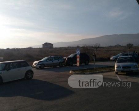 Две жени и три деца са в болница след катастрофата в Марково