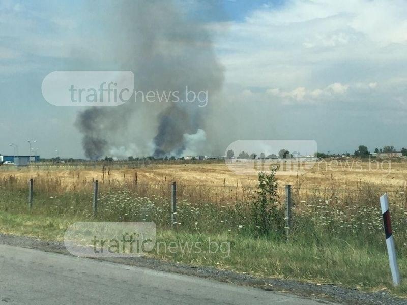 Пожар избухна край АМ Тракия! Четири пожарни екипа гасят пламъците