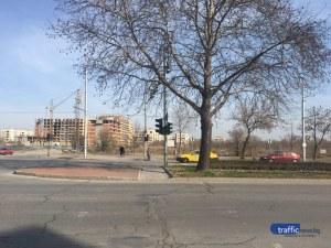 Няма преминаване за пешеходците пред кметството в Тракия СНИМКА