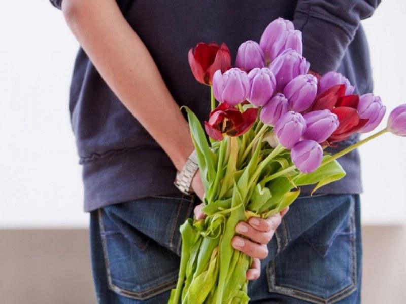 """Вместо цветя за любимата – """"цвете за нея"""", омерзената, изнасилената, битата, убитата"""