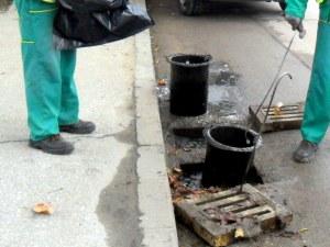 Не паркирайте върху шахти в Пловдив! Чистят ги