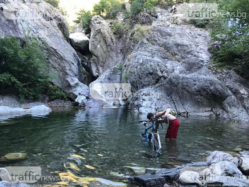 Придошла река повлече дете към водопад над Карлово, лекари го върнаха към живот