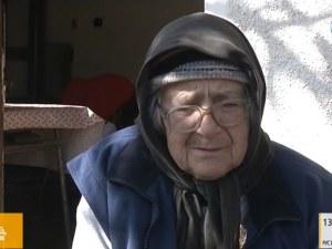 Възрастна жена, измамена от