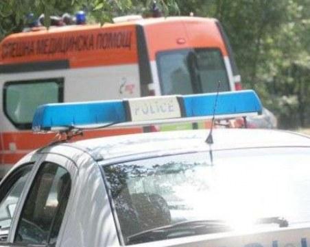 БМВ се заби в дърво! 20-годишно момче загина, бременно момиче е със счупен таз