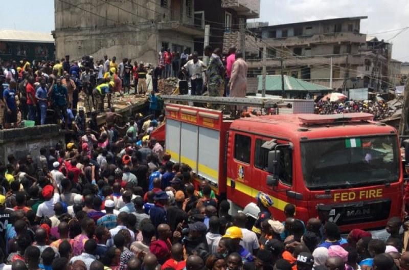 Основно училище се срути в Нигерия! Под руините има над 100 души
